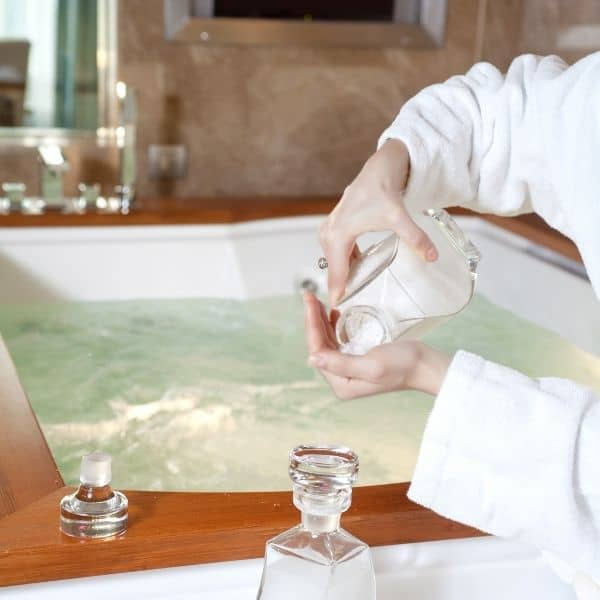 adding epsom salt to bath tub to relieve joint pain naturally